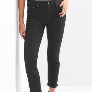 Black Gap size 26 best girlfriend mid rise jeans